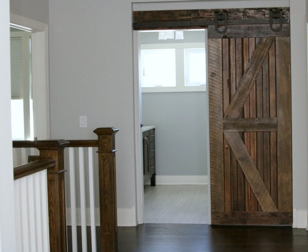 Farmhouse Chic: Sliding Barn Doors